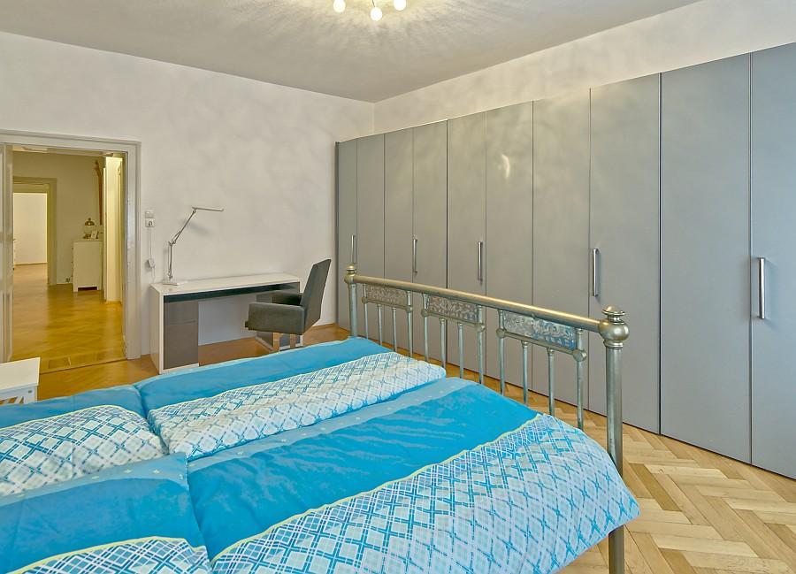 001 - Stilvolle Altbauwohnung mit Parkett und Wintergarten